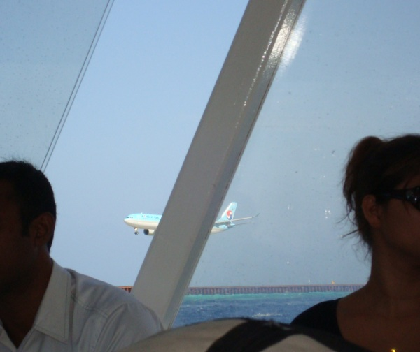 Plane landing.jpg