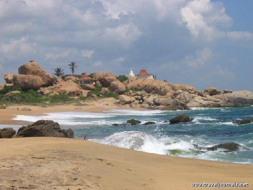 48865-beach-temple-kirinda-sri-lanka_traveljournals.jpg