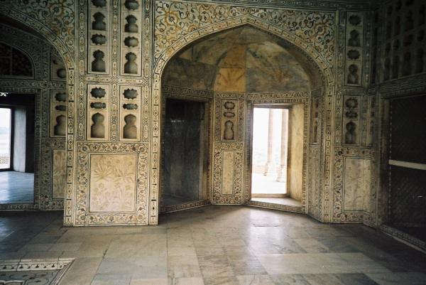 Inside the royal apartment_Agra fort.JPG